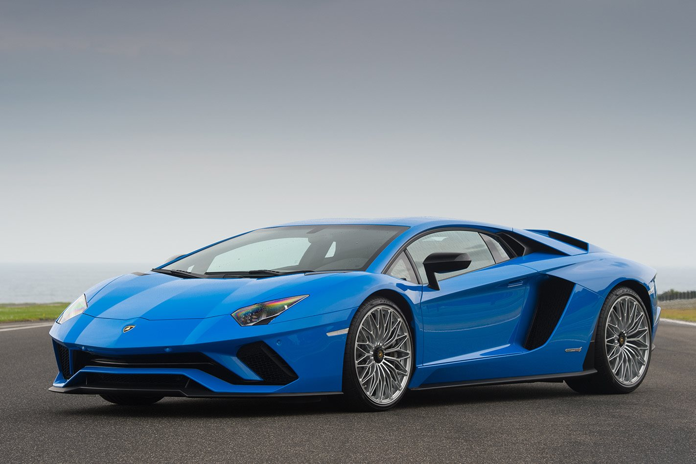 2017 lamborghini aventador s review wheels. Black Bedroom Furniture Sets. Home Design Ideas
