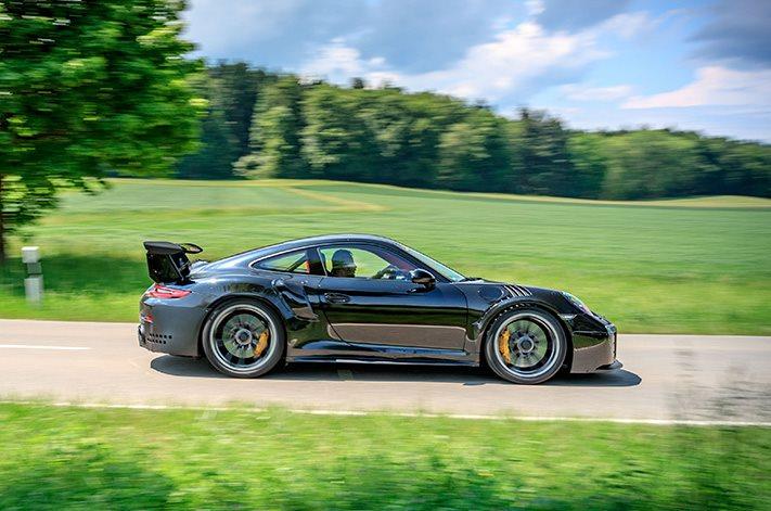 Porsche-911-GT2-figures-side.jpg