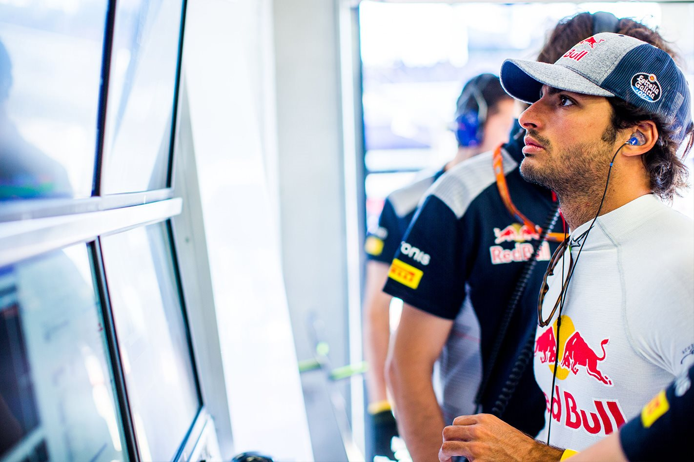 Carlos Sainz signs with Renault, McLaren to acquire Renault engines