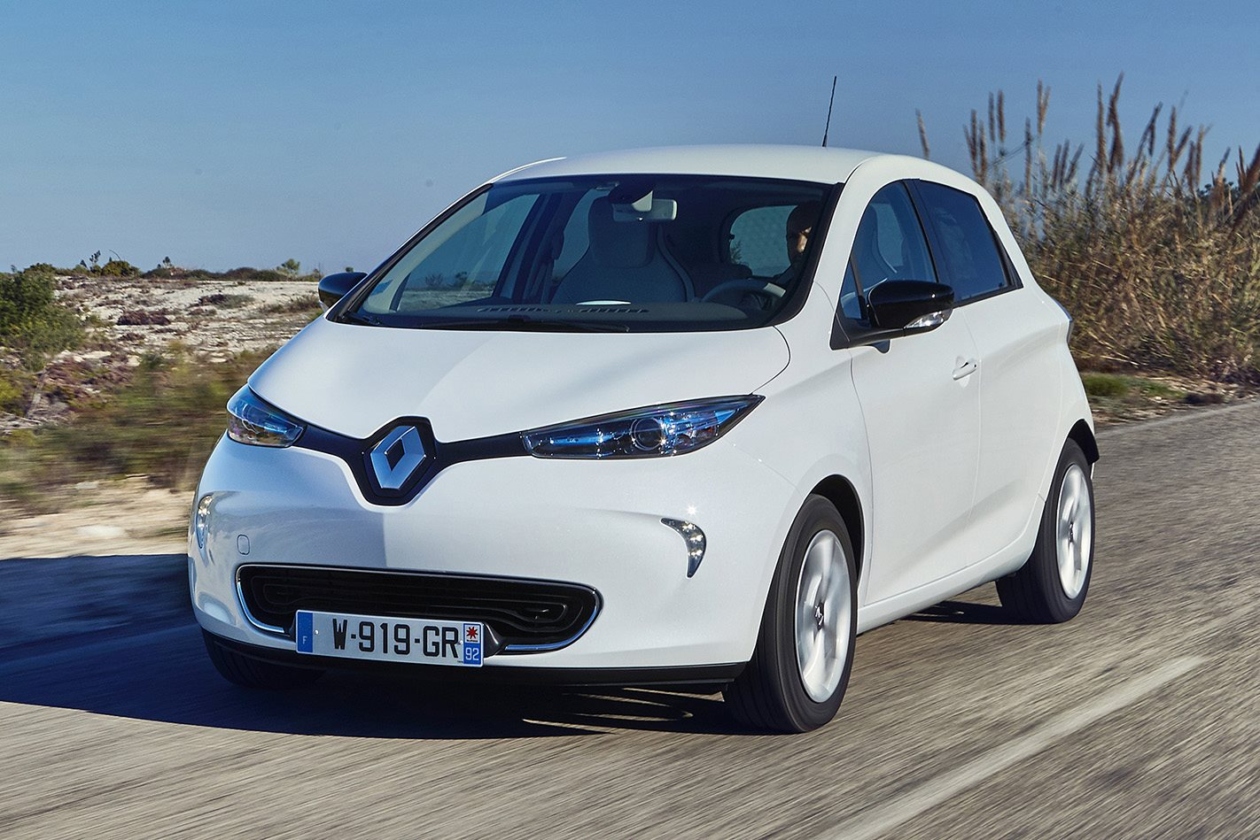 2018 renault zoe.  zoe renault has announced that it will bring its zoe allelectric city hatch to  australia in november giving the french automakeru0027s local operation first  to 2018 renault zoe e