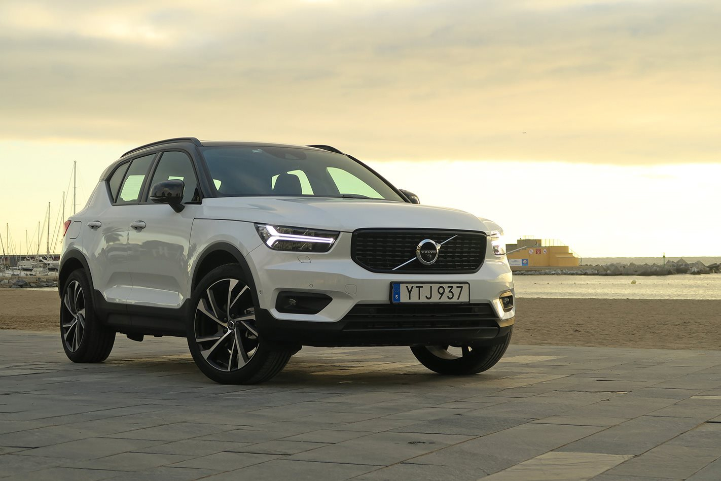 2019 volvo xc40 t5 r design first drive review. Black Bedroom Furniture Sets. Home Design Ideas