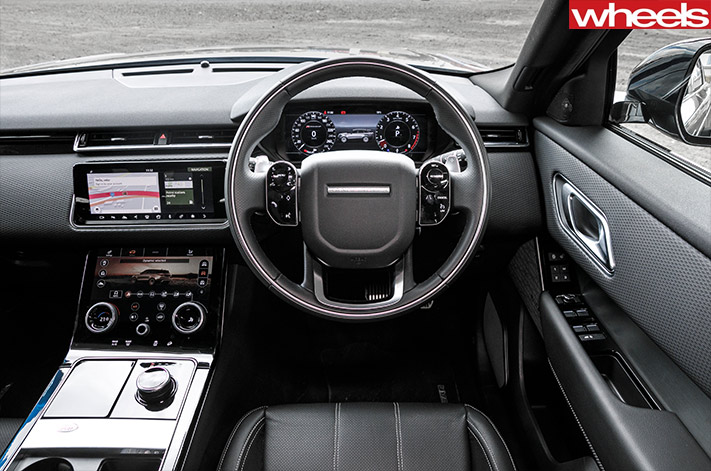 Range rover velar r dynamic se p380 vs volvo xc60 t8 r design for Interno velar