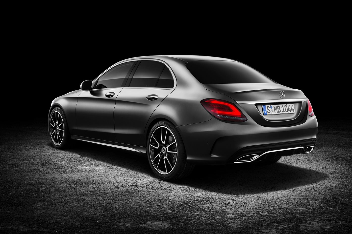 Facelifted 2018 mercedes benz c class revealed wheels for Mercedes benz latest technology