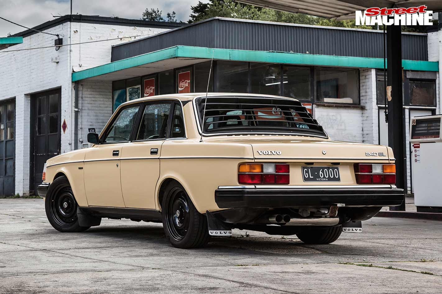 Blown LS-powered 1983 Volvo 240GL sleeper