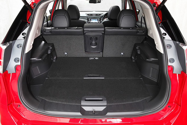 Nissan dualis boot space