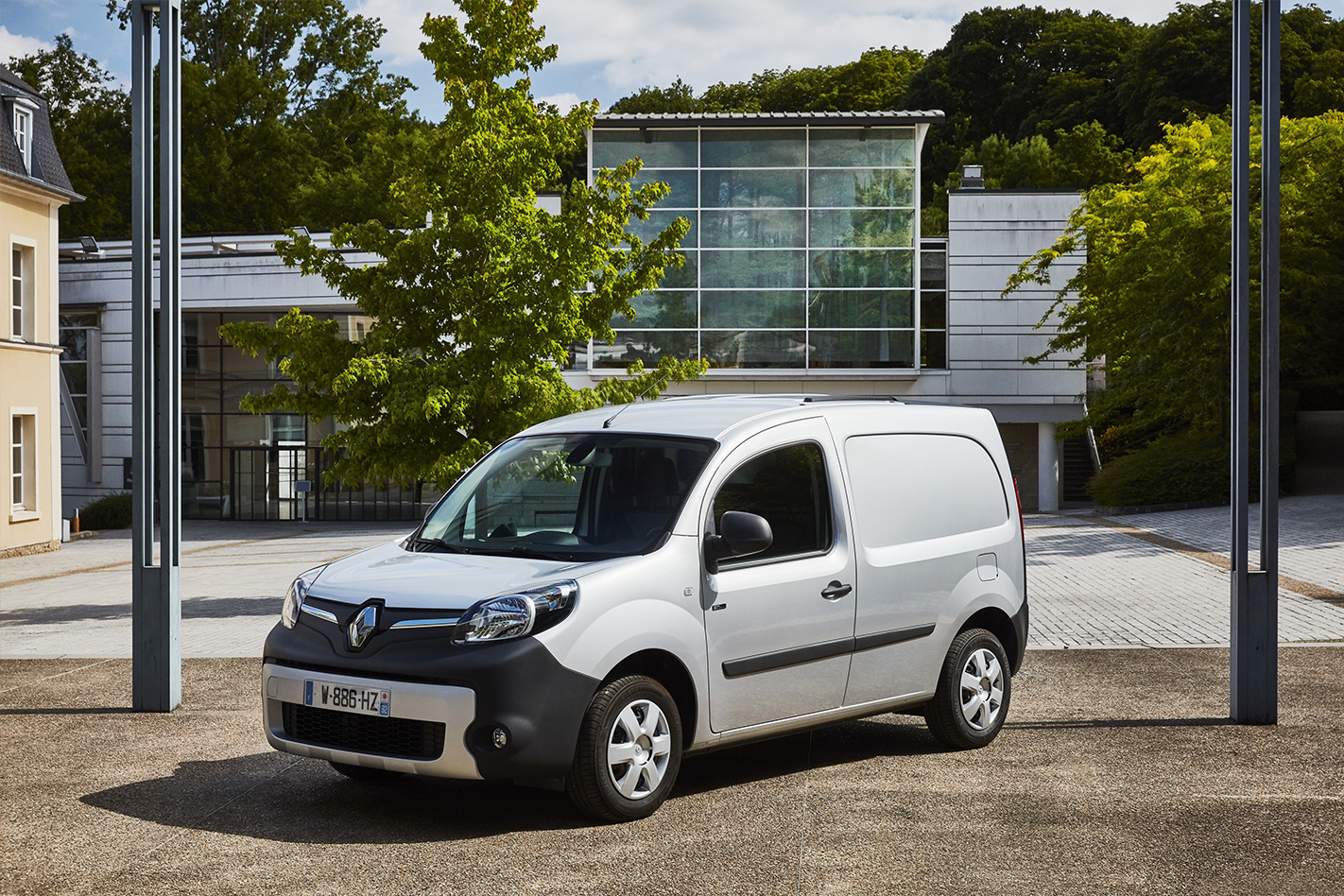 3e843c309f Based on the conventionally-engined Renault Kangoo Maxi diesel