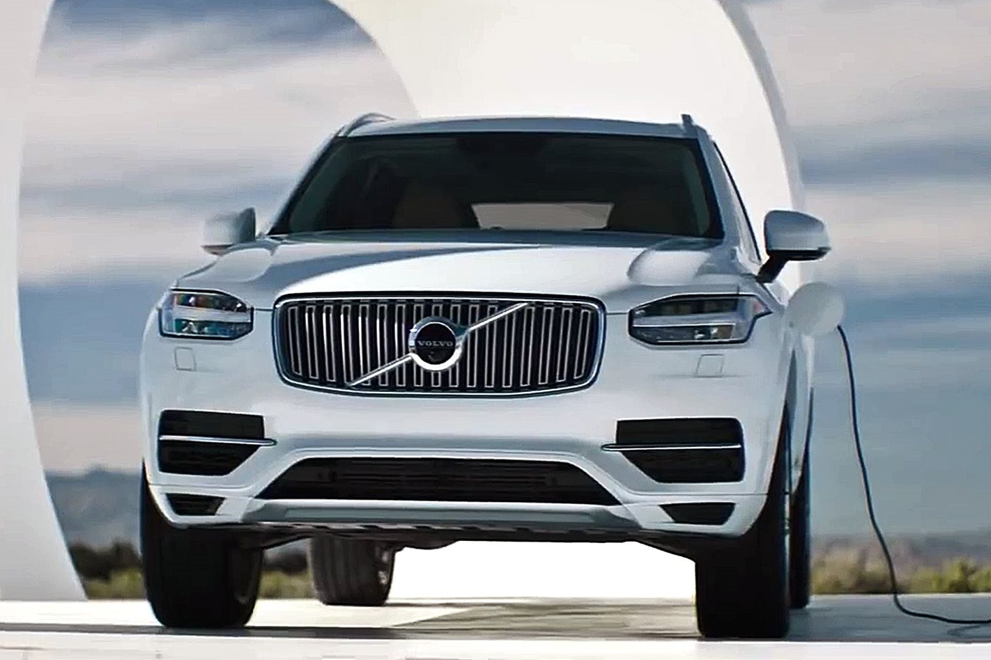 volvo xc90 hybrid is charged by other cars. Black Bedroom Furniture Sets. Home Design Ideas