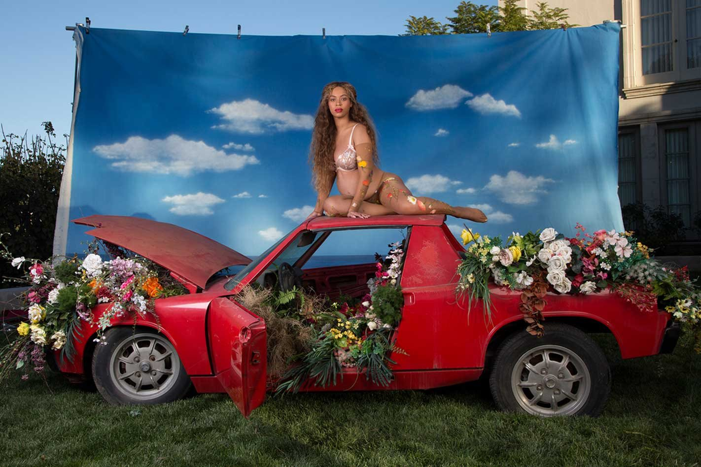 Poils sexy - Page 40 Beyonce-and-a-Porsche-914