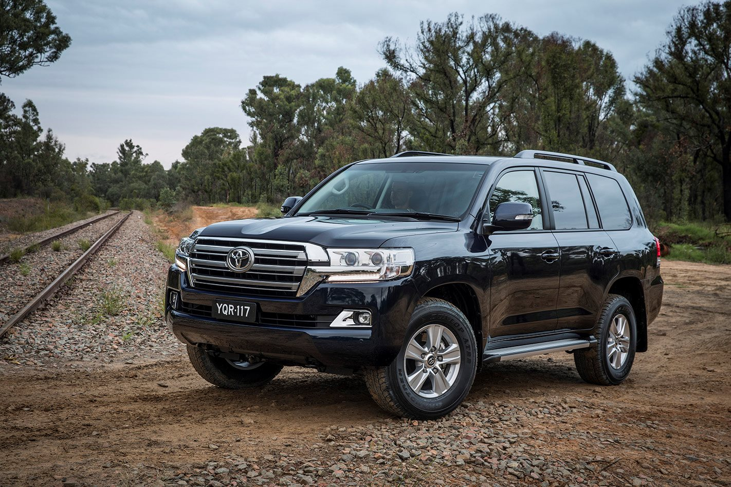 Bank Street Mitsubishi >> 2017 Toyota LandCruiser Series 200 Altitude revealed