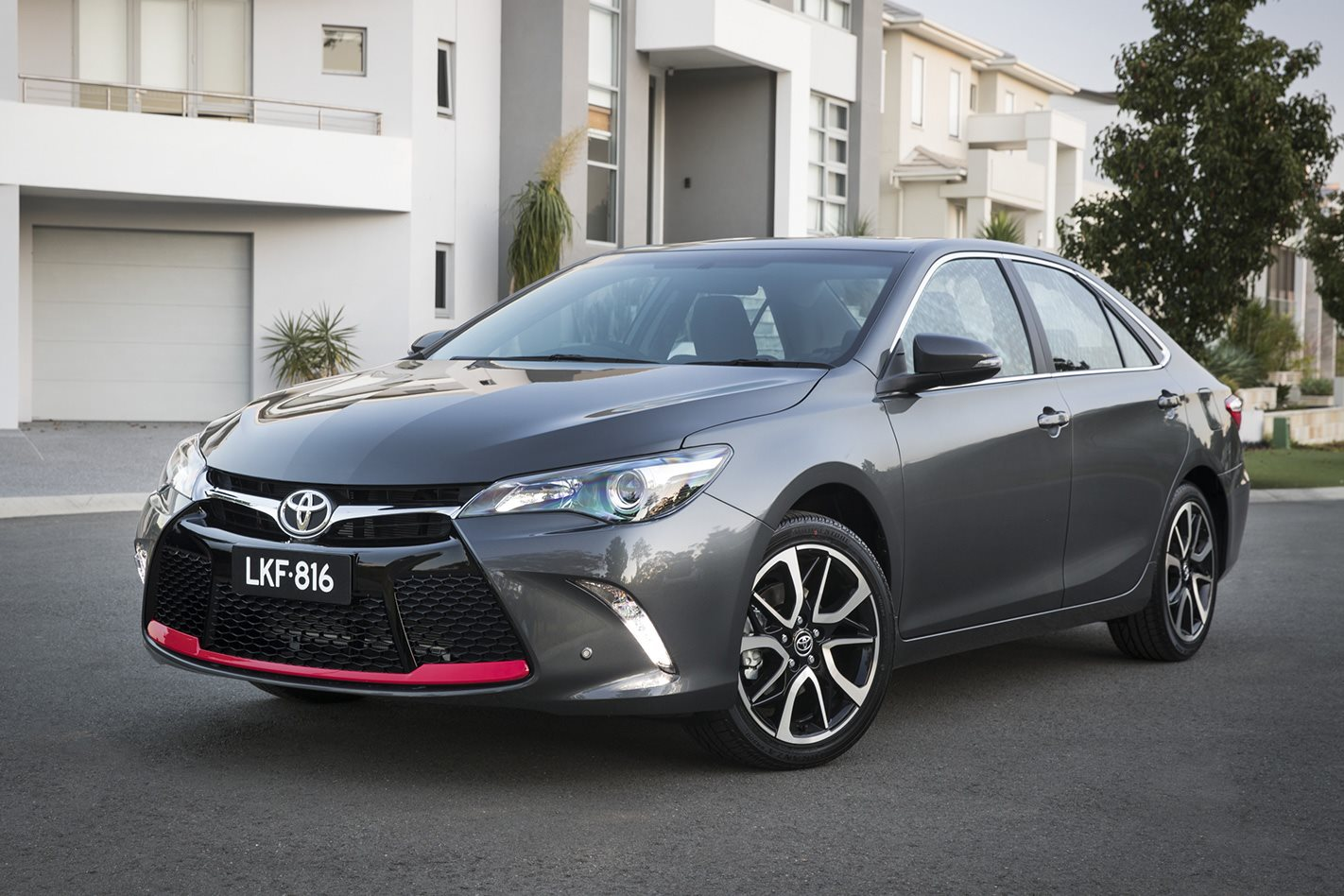 2017 toyota camry which spec is best. Black Bedroom Furniture Sets. Home Design Ideas