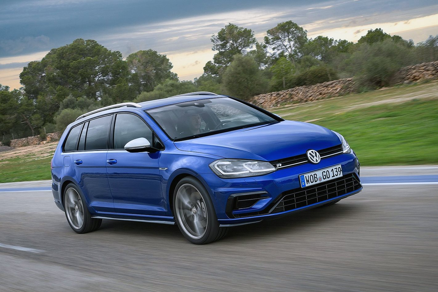 2018 volkswagen golf r 7 5 hatch and wagon prices revealed. Black Bedroom Furniture Sets. Home Design Ideas