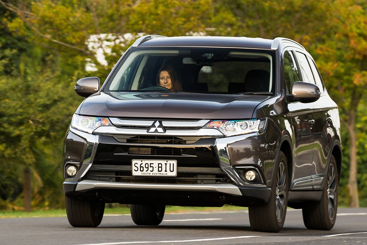 mitsubishi outlander 2018 review price features whichcar. Black Bedroom Furniture Sets. Home Design Ideas