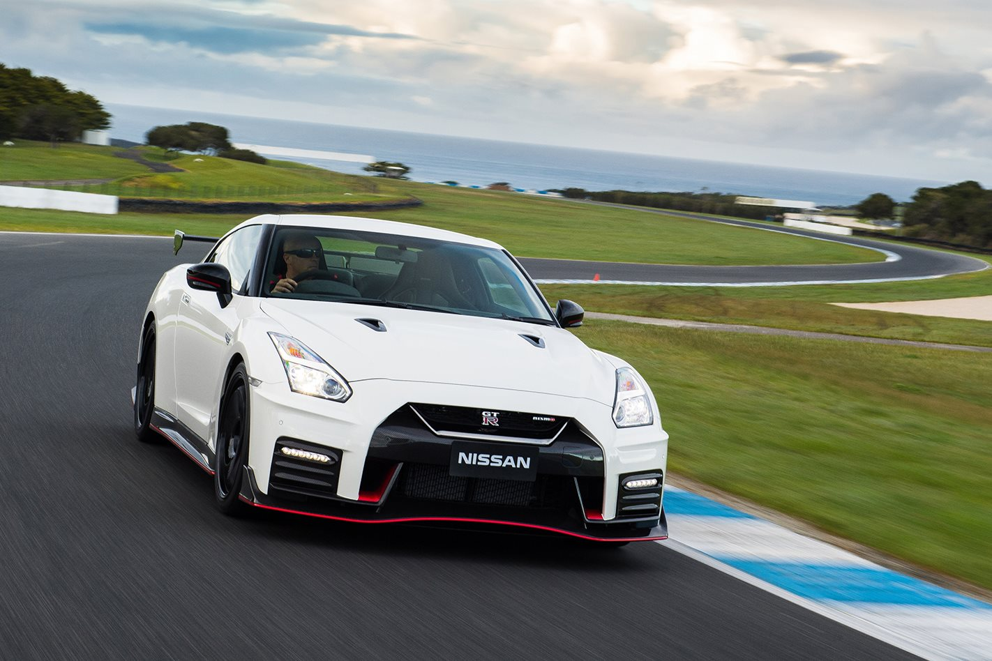 Nissans Next Gt R Will Be Fastest Super Sports Car In The World Nissan Gtr R35 Sketch Top Dog Nismo Form Current Produces A Stout 441kw And 652nm From 38 Litre Twin Turbo V6 Weighs At Fairly Porky 1739kg Empty