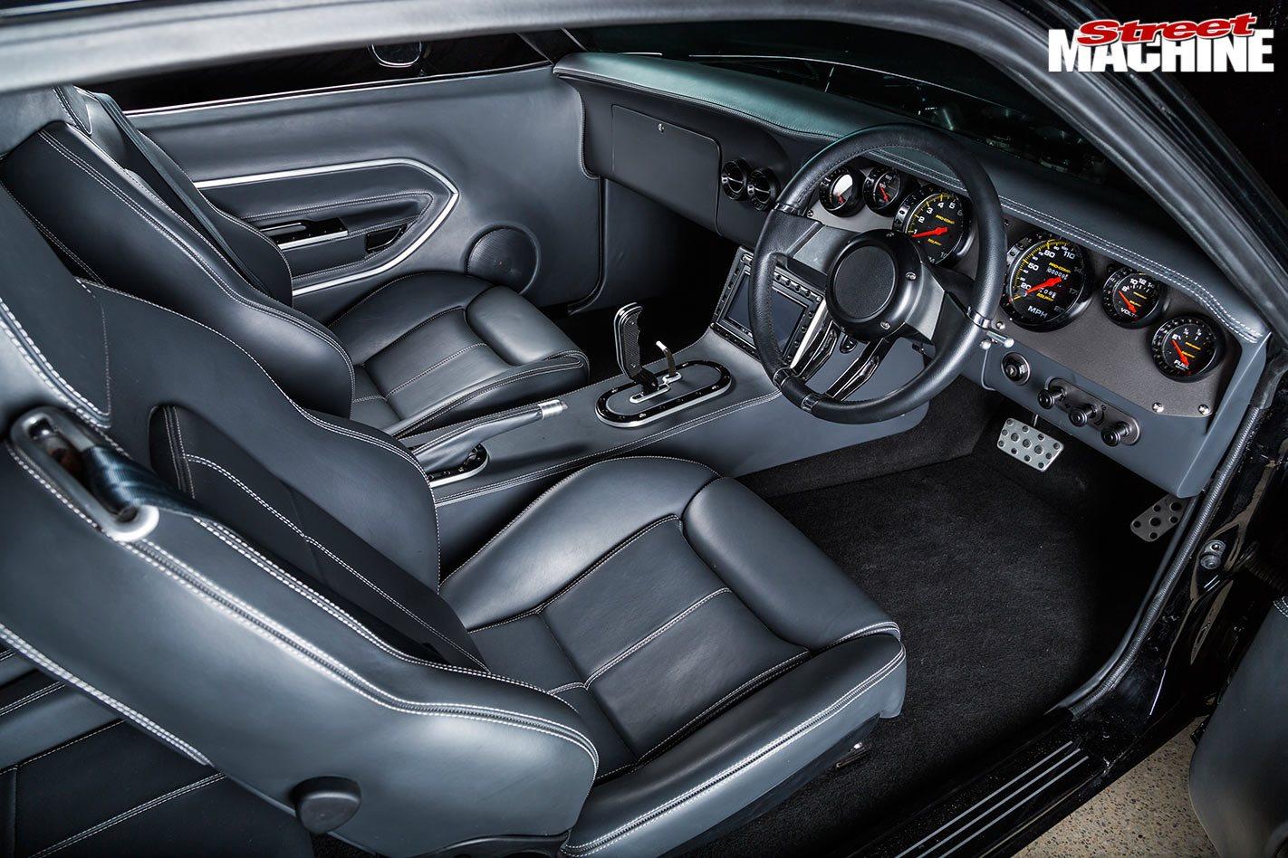 Plymouth Barracuda interior front