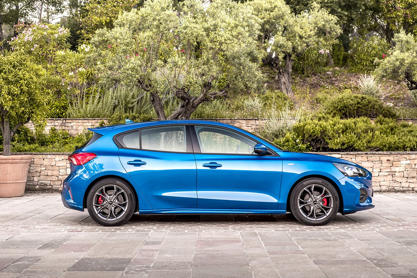2019 ford focus st line