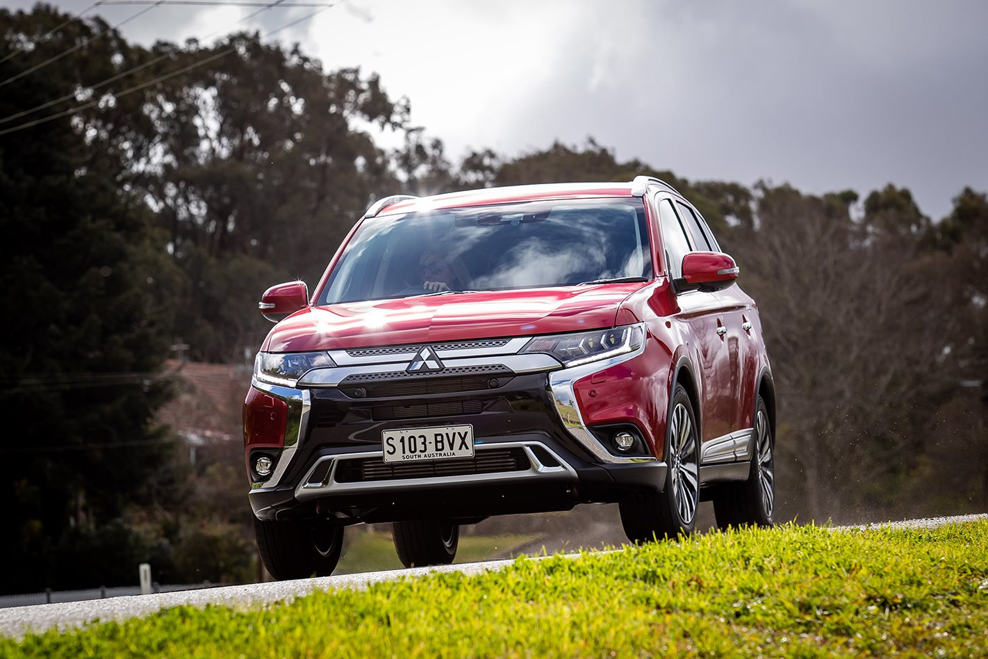 Mitsubishi Outlander 2019 Review, Price & Features