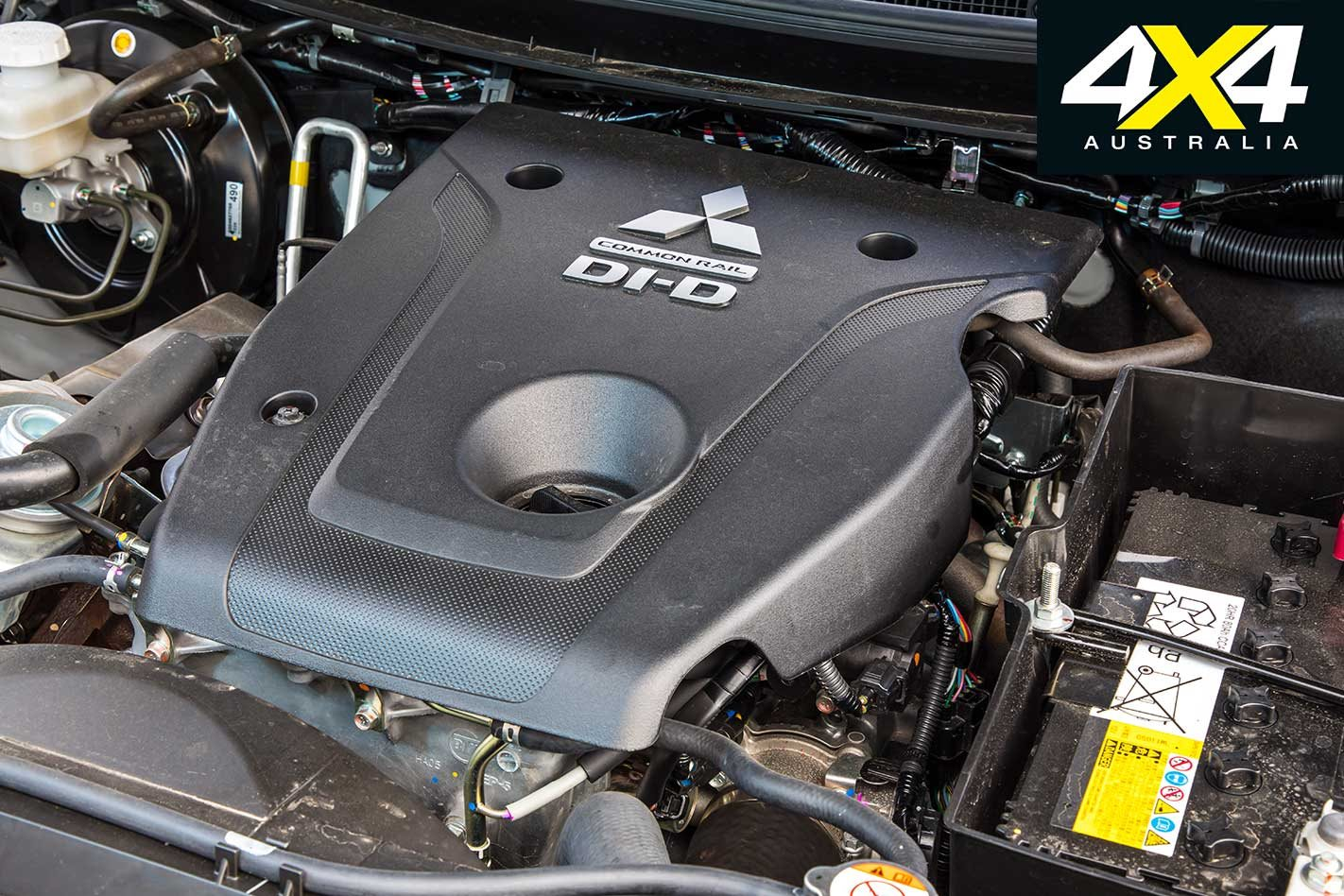 2018 Isuzu MU-X vs Mitsubishi Pajero Sport 4x4 comparison review
