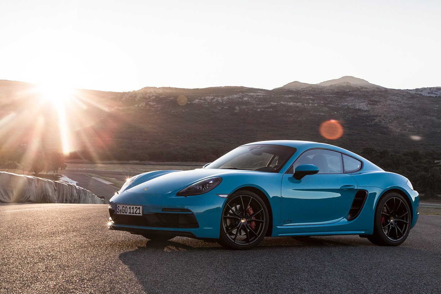 Porsche 718 Boxster And Cayman Updated For 2019 Engine Diagram They Can Be Manually Switched Via A Button On The Centre Console Or Automatically Whenever Speed Rises Above 3500rpm