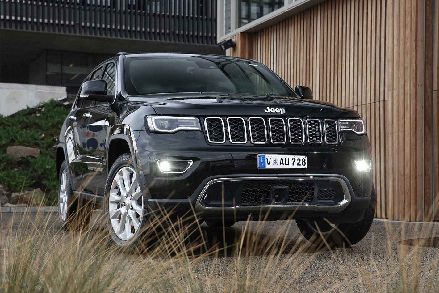 jeep grand cherokee to live on until 2021