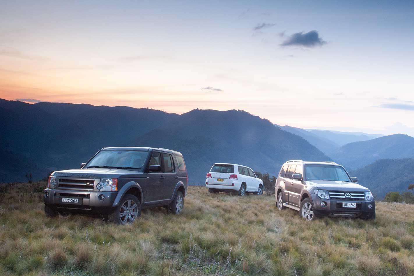 best cheap fa262 672d8 2009 Land Rover Discovery 3 vs Toyota LandCruiser 200 vs Mitsubishi Pajero  4x4 comparison review