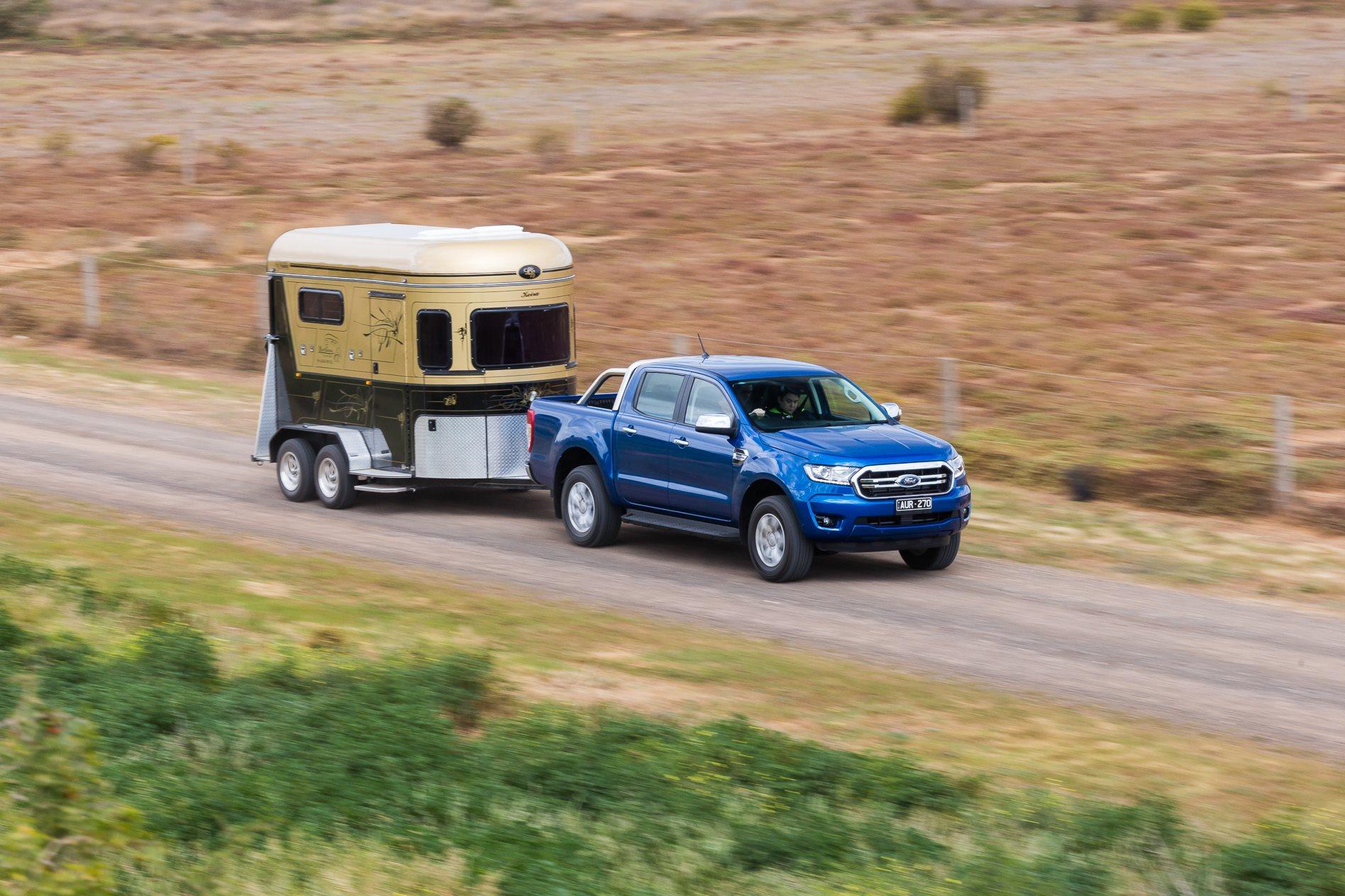 Ford Ranger 2018 kéo phao ngựa