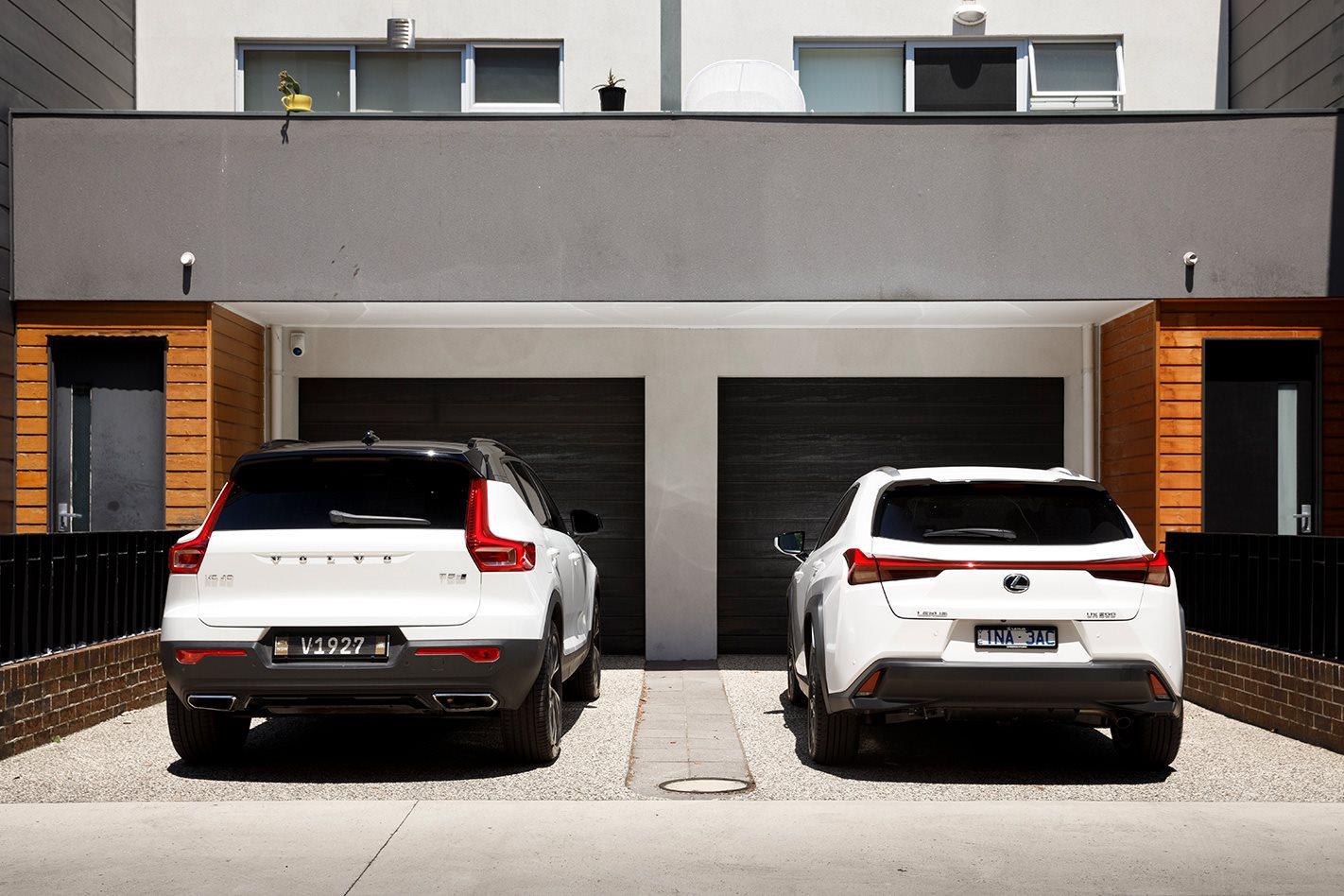 So sánh xe Lexus UX200 và Volvo XC40 2019.