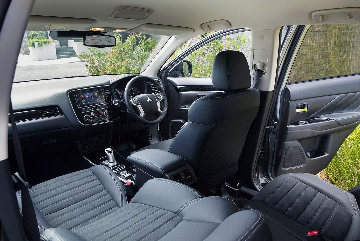 Toyota Rav4 Cruiser Hybrid v Mitsubishi Outlander PHEV