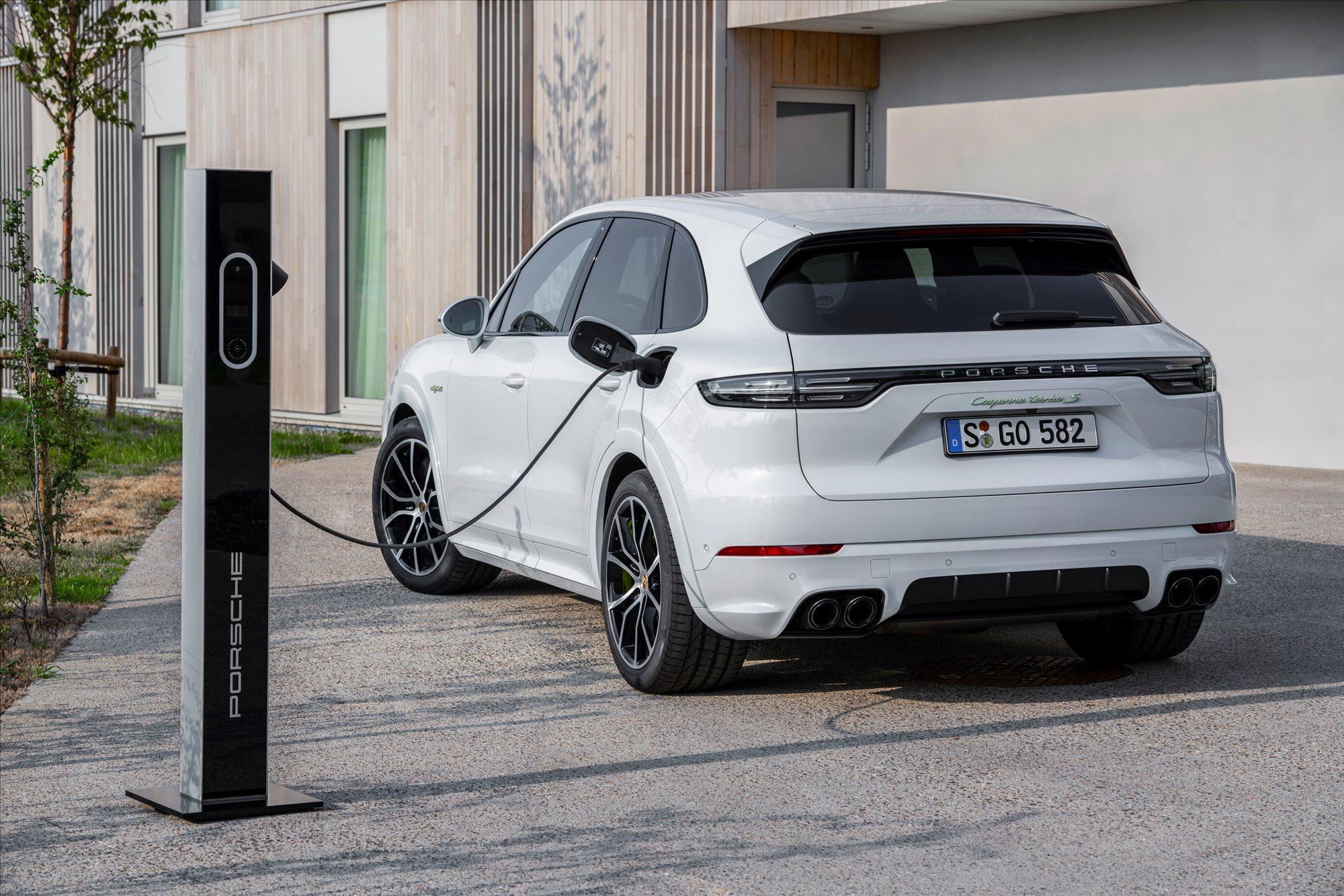 Porsche Cayenne Turbo S E-Hybrid 2019 review | Wheels