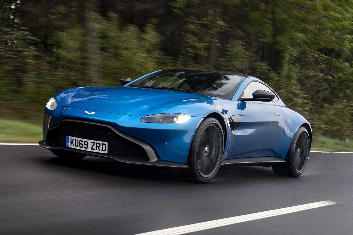 2019 Aston Martin Vantage manual review