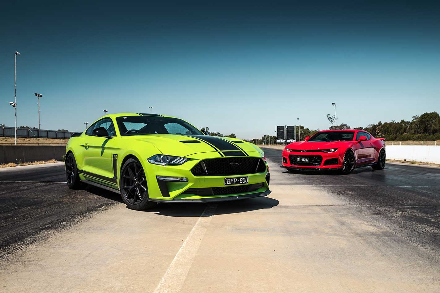 Ford Mustang R-Spec vs Chevrolet Camaro ZL1 comparison