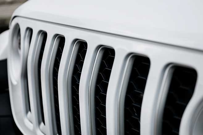 Iconic 7-slot Grille tells you it's a Jeep