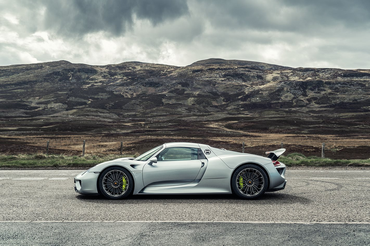 Porsche 918 hypercar replacement delayed