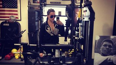 Khloe Kardashian gets into 'beast mode' at the gym