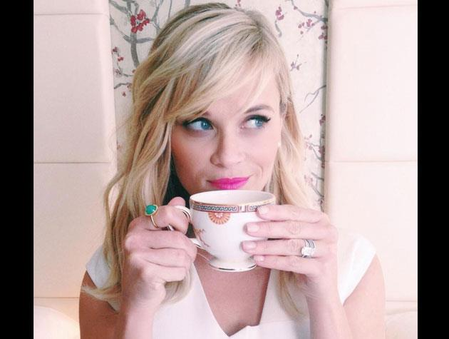 Reese Witherspoon rocks wavy shoulder-length locks.
