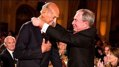 Celebs pay tribute to Oscar de la Renta