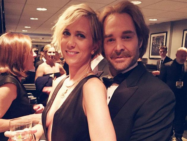 Kristen Wiig and Will Forte get cosy backstage.